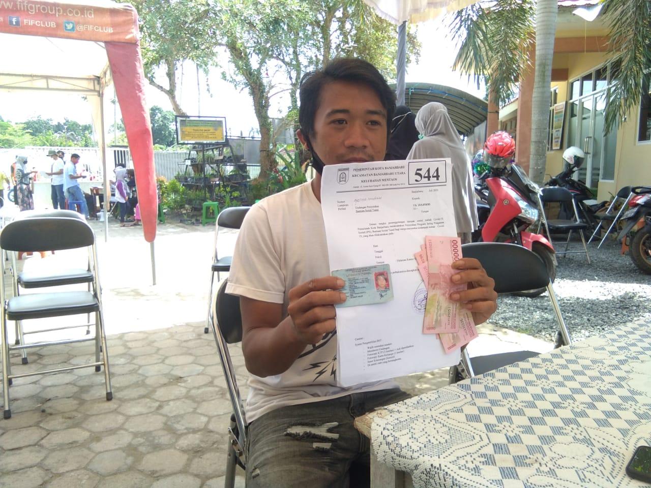 Kelurahan Mentaos Salurkan BST ke 546 Keluarga Penerima Manfaat 5